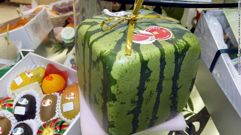 البطيخ المكعب