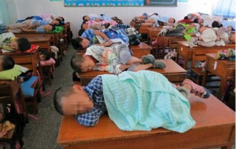 أشهر القوانين الغريبة التي أتبعتها المدارس حول العالم