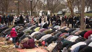 صلاة المسلمين من أمام البيت الأبيض