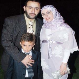 أحمد السقا برفقة زوجته وأبنه