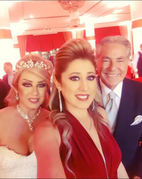 مصطفى فهمي وزوجته برفقة صديقتها