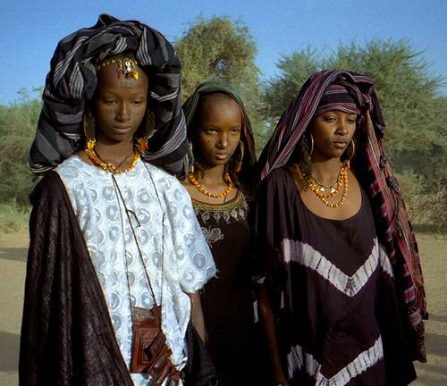 رجل نيجيري والزوجات الستة