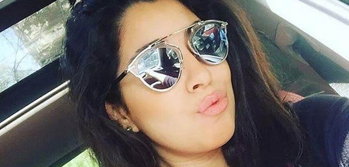 أيتن عامر تلقن احد معجبيها درسا قاسيا وتحرجه بشدة..صور