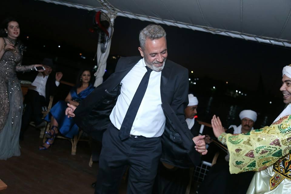 شاهد| رقص النجوم في كواليس افتتاح مهرجان الأقصر