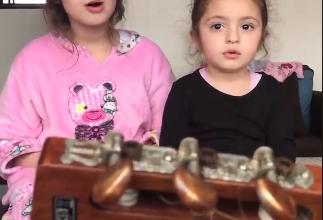 طفلتان تشعل مواقع السوشيال ميديا