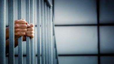 سجن فنان شهير