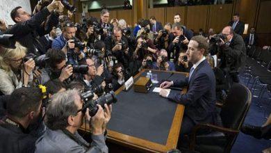 سر الوسادة التي جلس عليها مؤسس فيسبوك في جلسة استجوابه