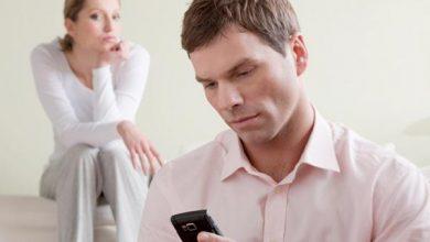 مستشار المفتي يعلن عدم إجازة تفتيش هاتف الزوجة سرًا أو العكس