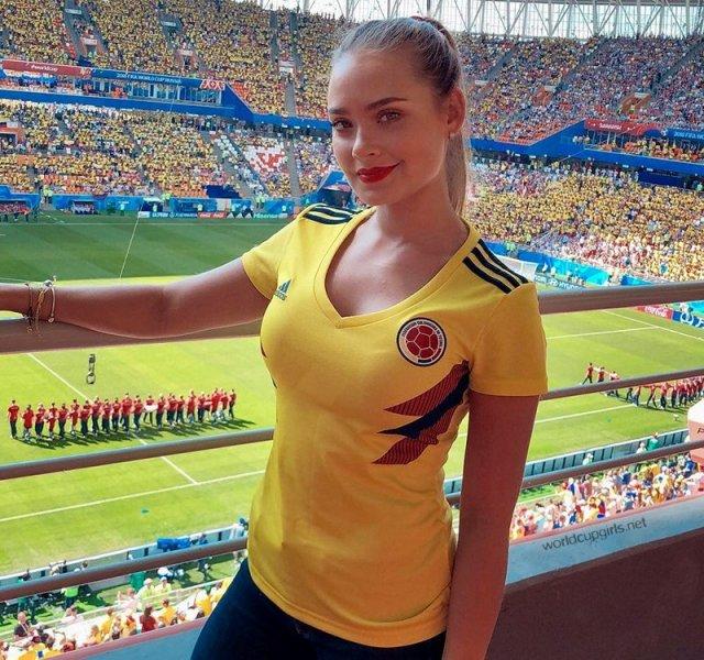 مشجعات كأس العالم في منافسة جمالية