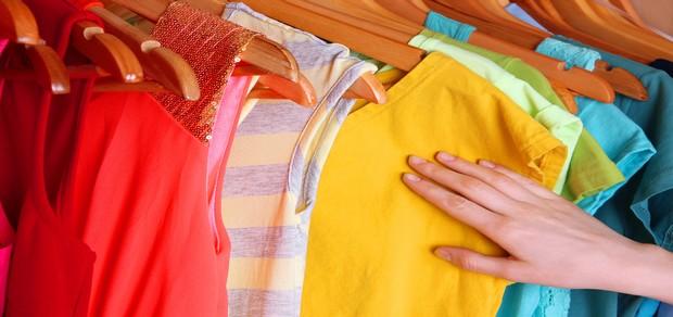 طريقة تنظيف الملابس ذات الالوان الغير ثابته