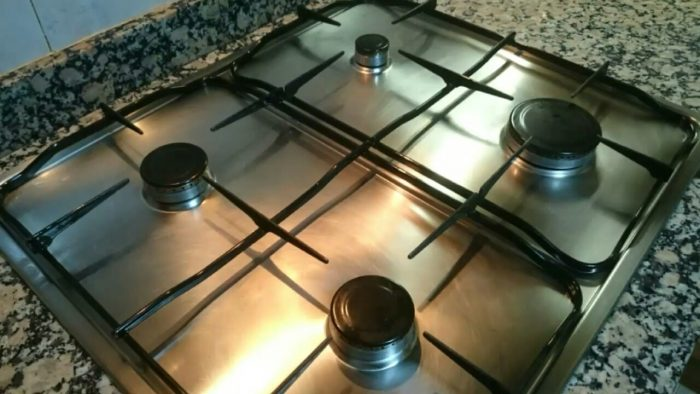 طريقة تنظيف البوتاجاز والتخلص من بقع المطبخ
