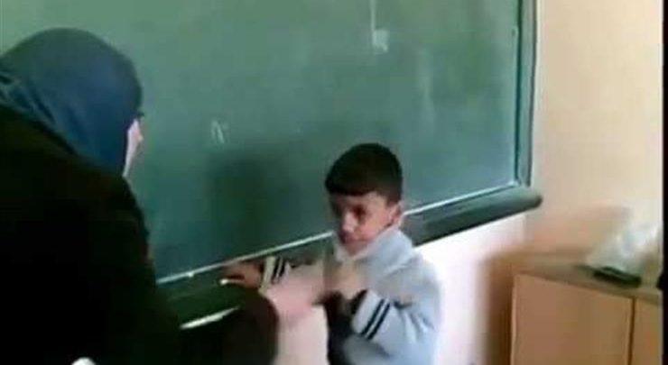 «أصابته بجروح بالغة في وجهه».. معلمة تضرب تلميذًا بمسطرة على وجهه