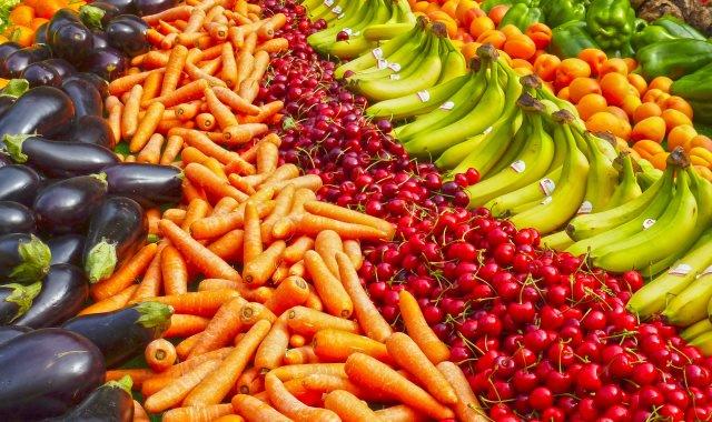 «تراجع الطماطم 1.25 جنيه».. تعرف على أسعار الخضروات والفاكهة في سوق العبور اليوم الثلاثاء 6-11-2018