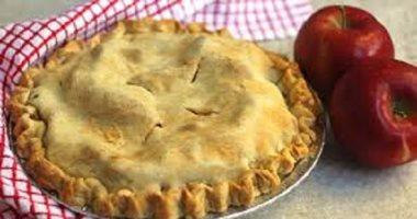 بالمقادير والخطوات.. طريقة عمل فطيرة التفاح في المنزل