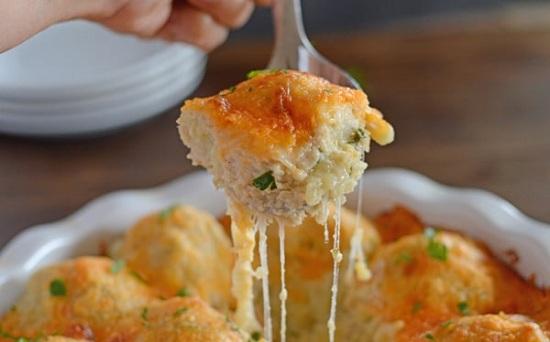 جراتان الدجاج والخضار مع البطاطس بالموتزاريلا