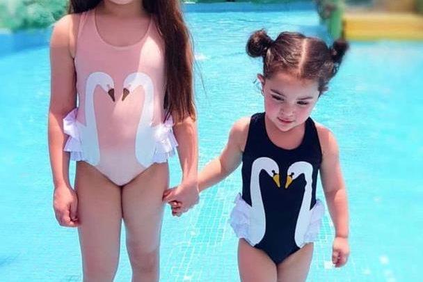 حفيدات هيفاء وهبي تثرن الجدل على مواقع التواصل بإطلالتهن الساحرة