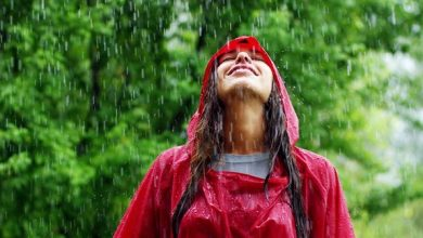 تعرفي على فوائد مياه الأمطار لتغذية الشعر