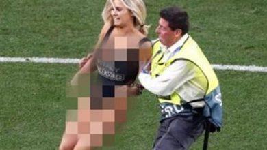 تعرف على سبب نزول المشجعة العارية لملعب مباراة ليفربول وتوتنهام